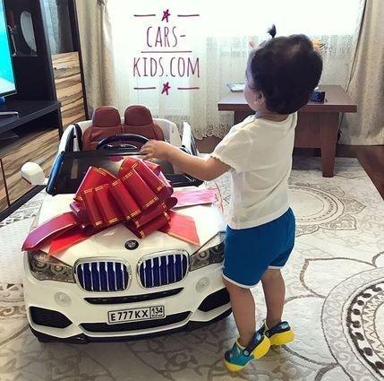 Электромобиль BMW X5 F15 белый (резиновые колеса, кожа, пульт, музыка, усиленный аккумулятор, глянцевая покраска)